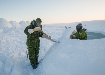 CX02-2016-0042-102 16 February, 2016 Crystal City (Resolute Bay), Nunavut. Corporal (Cpl) Dylan Weller and Cpl Jonathon Wall, students of Canadian Forces School of Search and Rescue Course 49, building their igloo during the Arctic Survival Phase in Crystal City, Nunavut, on 16 February, 2016. Image by Corporal Létourneau PJJ 19 Wing Imaging © 2016, DND-MDN Canada